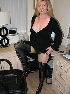 MILF turns out to be more of a flasher than a secretary: showing of her butt and pussy under black nylon