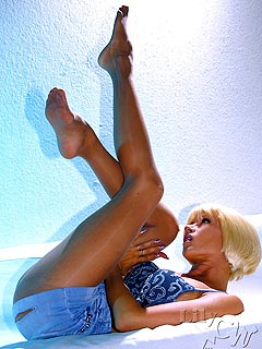 Leggy babe is enjoying warm day is a thin 20 den pantyhose that glow in the sun