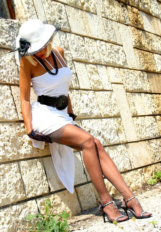 Hot heels pictures of upskirts