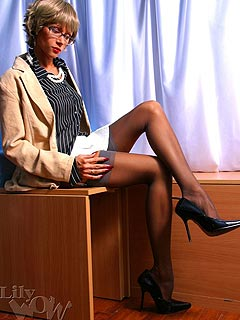 Sitting on top of the table and teasing visitors with up-skirts is the things this secretary does with great pleasure
