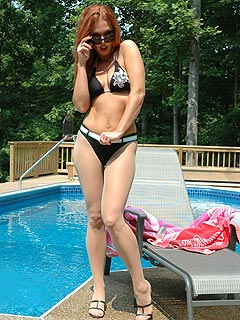 Bikini nylons fanatic is sunbathing in pantyhose at the backyard