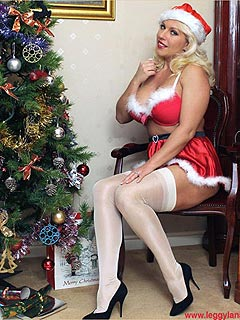 Kinky housewife is celebrating Christmas by wearing naughty costume and fucking herself with dildo