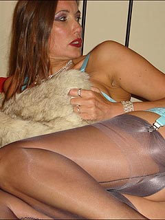Whole role suits naughty MILF perfectly when she is spreading and playing with pearls