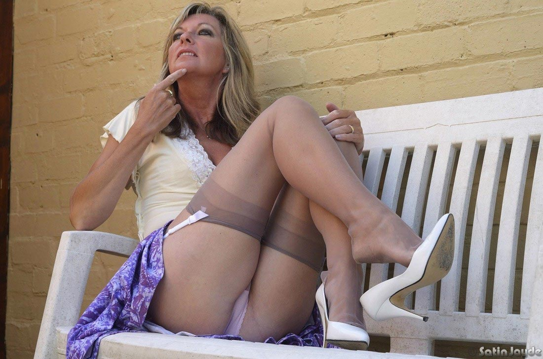Sexy nylons wear upskirt porn pic