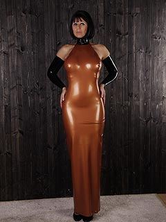 Curvy babe looks perfectly sexy in latex dress but the real fun begins when she starts pulling it down