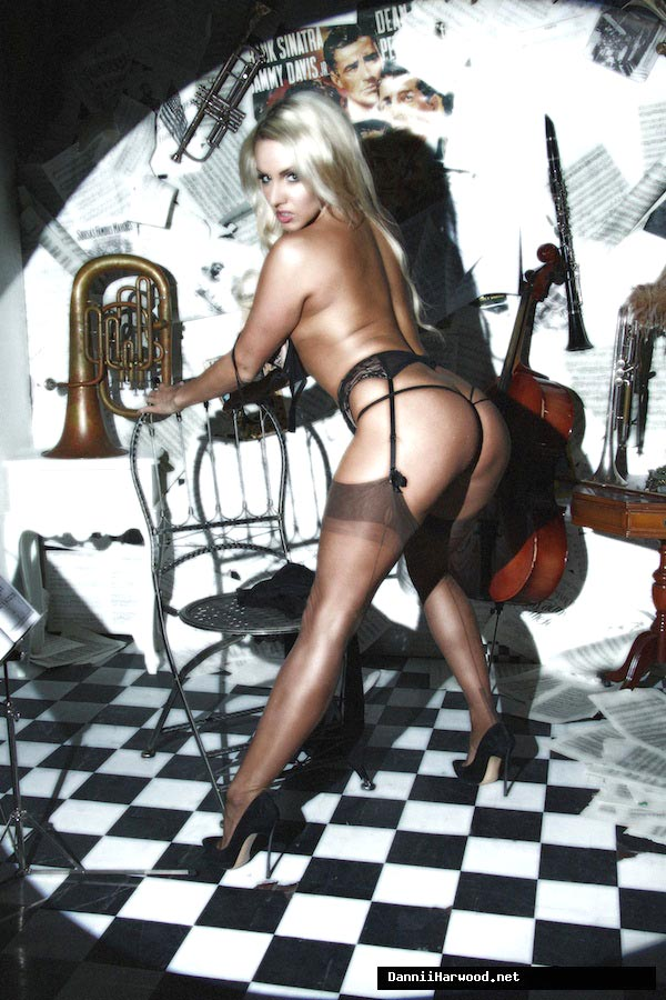 Model blond sex in stockings pics