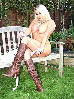 Hot babe is stripping down in the backyard eventually staying in leather boots only